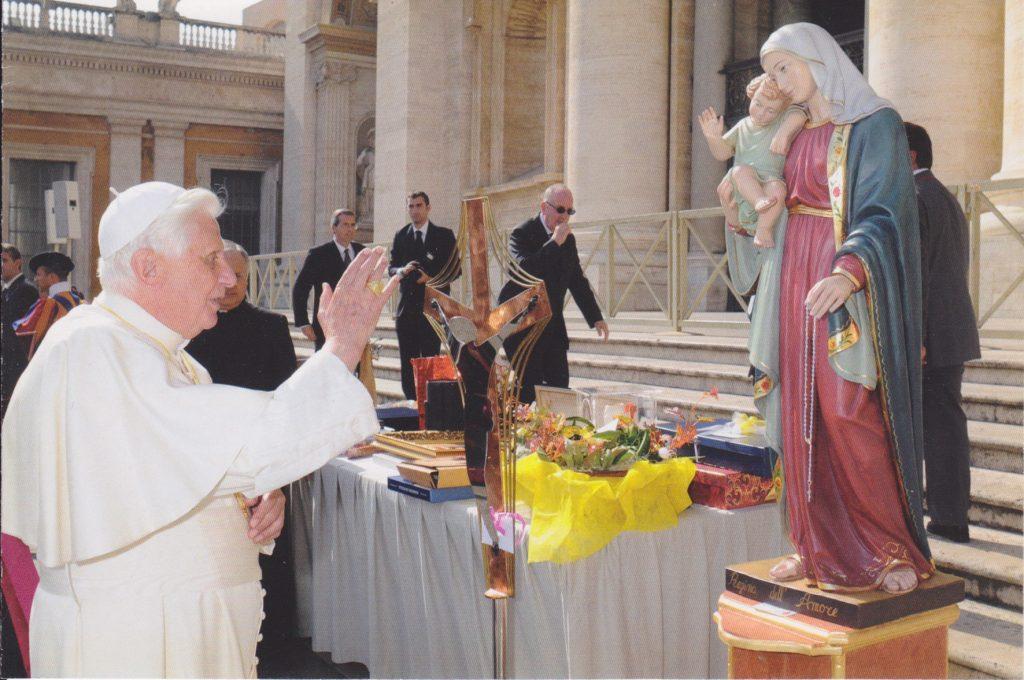 Benedizione di Benedetto XVI della statua realizzata da Nuova Artec srl